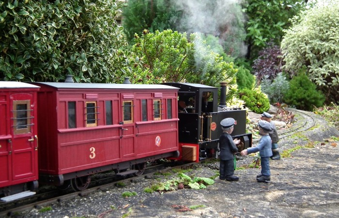 Entry-9-Bodiam-Summerlands-Light-Railway-A-restored-Roundhouse-Charles-Pooter-Chris-Bird-1WV1-700x450