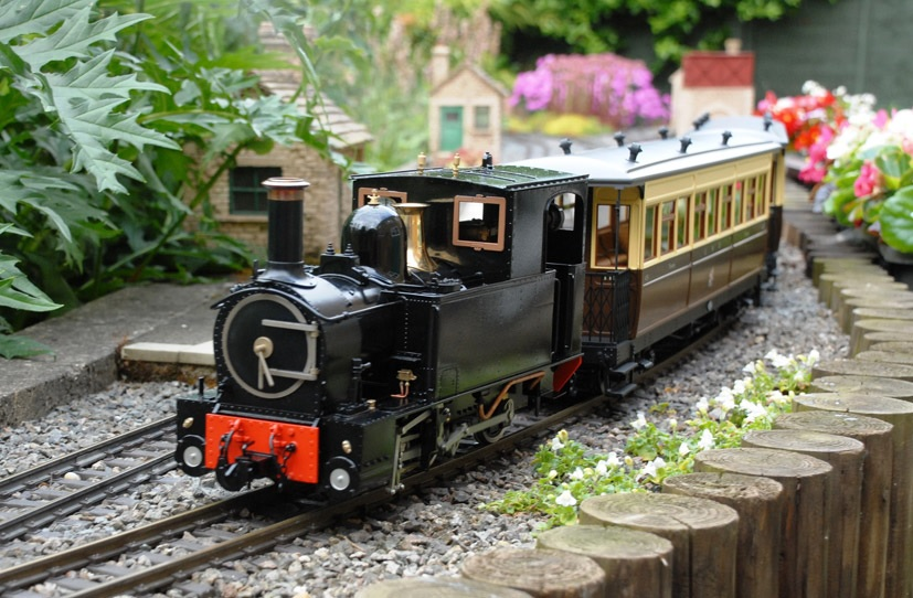 The 16mm scale model of the Llanfair Line's locomotive 'The Earl' hauls a W&LLR Pickering bogie carriage in a typical garden environment. Both models are made by Accucraft UK and both were purchased by 16mm Association Chairman Alan Regan, who is also a member of the W&LLR and recently qualifed as a fireman on the full-sized version of The Earl! Photo: Alan Regan/16mm Association